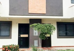 Fachada Townhouse 91 m2 en Venta Residencias Villa Florencia Tazajal Naguanagua